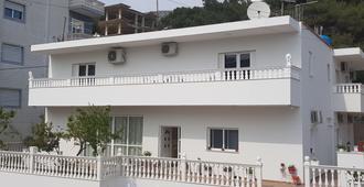 Filipi Hostel - Saranda - Gebäude
