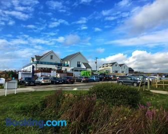 The Bay View Inn - Bude - Building