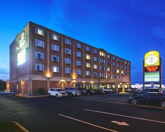 Capital Hotel - Сент-Джонс - Building