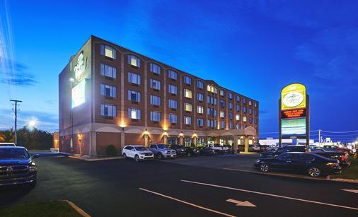 Capital Hotel - St. John's - Building