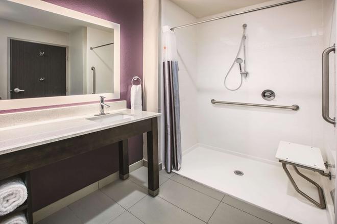 La Quinta Inn & Suites by Wyndham Dallas Richardson - Dallas - Kylpyhuone
