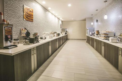La Quinta Inn & Suites by Wyndham Dallas Richardson - Dallas - Buffet