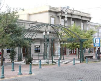 Hotel Touring Club - Trelew - Building
