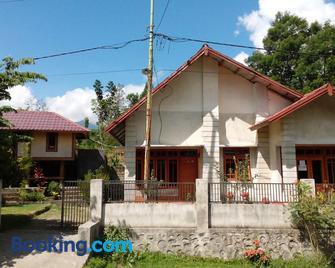 Radiya Guesthouse - Sembalunlawang - Building