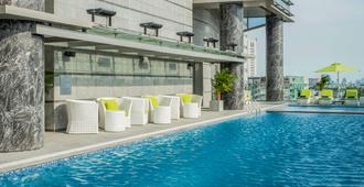 Pullman Saigon Centre - Ho Chi Minh City - Πισίνα