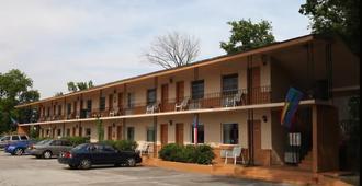 Parliament Resort - Gay Men's Resort - Augusta