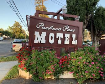 Pacheco Pass Motel - Gilroy - Outdoors view
