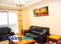 Spacious Apartment near the Beach in Masaki - Dar es Salaam - Sala de estar