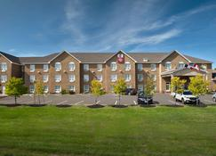 Best Western Plus Moncton - Moncton - Building