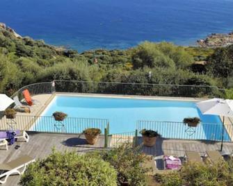 Residence Roc E Mare Cargèse - Cargèse - Pool