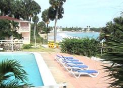 Treasure Beach Hotel - Plaża Treasure - Basen