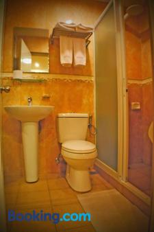 Prism Hotel - Angeles City - Bathroom