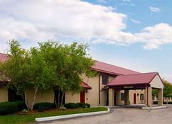 Quality Inn Sturtevant - Racine - Sturtevant - Building
