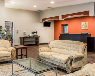 Quality Inn Gaylord - Gaylord - Living room