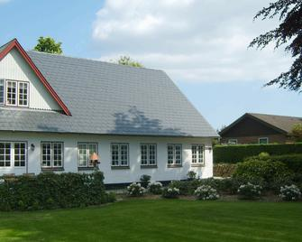Peaceful Holiday Home In Aabenraa Denmark With Garden - Aabenraa - Building