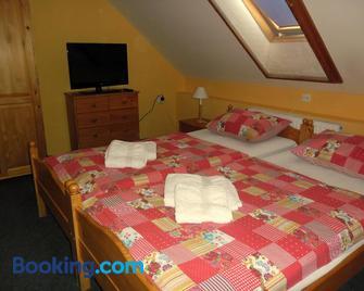 Ada Apartmanház - Hajduszoboszlo - Bedroom