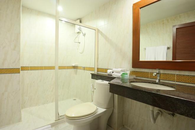 Royal Ivory Sukhumvit Nana By Compass Hospitality - Bangkok - Bathroom