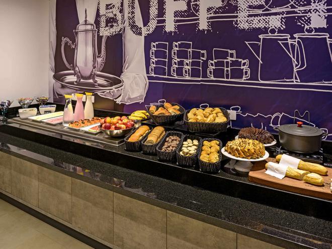 伊瓜蘇弗茲宜必思快捷飯店 - 伊瓜蘇市 - 自助餐