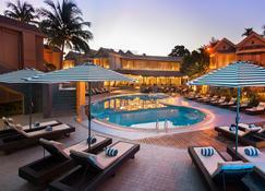 Whispering Palms Beach Resort - Candolim - Πισίνα