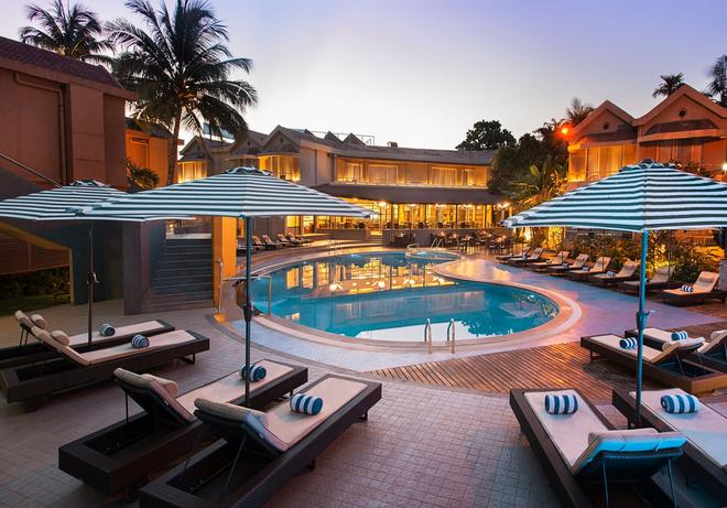 Whispering Palms Beach Resort - Candolim - Pool