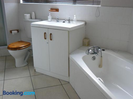 See More Guest House - East London - Bathroom