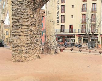 Hotel Des Arcades - Ceret - Gebouw