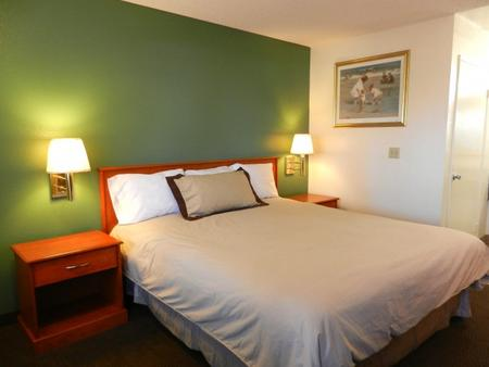 Simply Home Inn & Suites - Riverside - Phòng ngủ