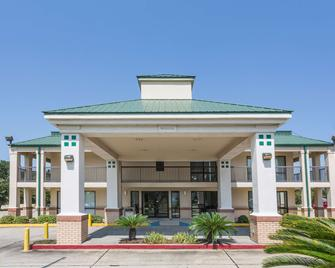 Super 8 by Wyndham Slidell - Slidell - Building