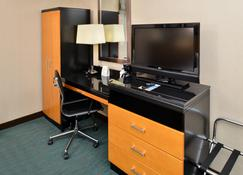 Holiday Inn Express Kennedy Airport - Queens - Room amenity