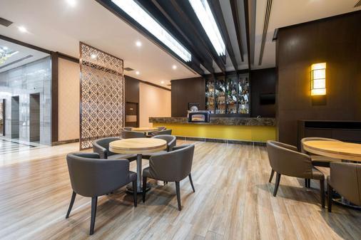 Clarion Hotel Istanbul Mahmutbey - Istanbul - Bar