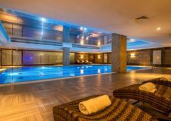 Clarion Hotel Istanbul Mahmutbey - Istanbul - Bể bơi