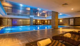 Clarion Hotel Istanbul Mahmutbey - Estambul - Piscina