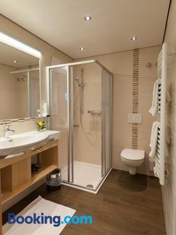 Gasthof Neuwirt - Eugendorf - Bathroom