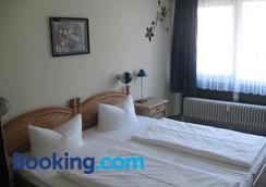 Hotel Central Garni - Triberg - Bedroom