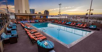 The Strat Hotel, Casino And Skypod - לאס וגאס - בריכה