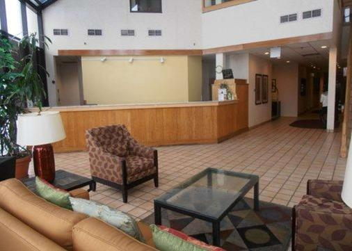 Quality Inn and Suites I-25 North - Fort Collins - Front desk