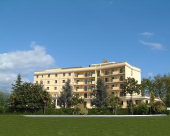 Hotel Ristorante Al Boschetto - Cassino - Gebäude