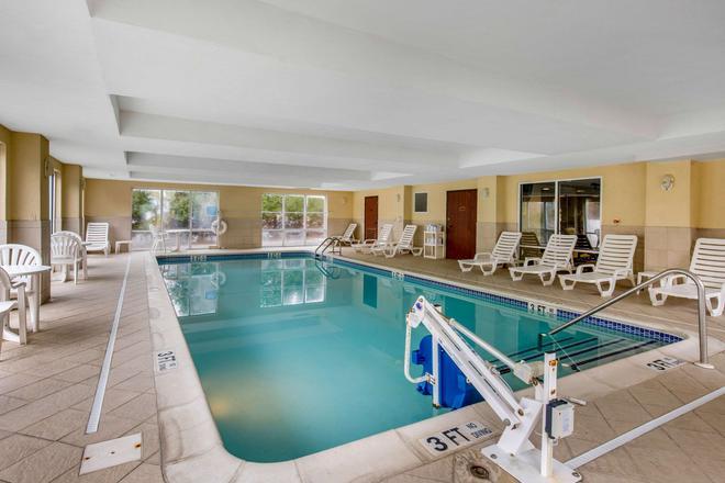 Comfort Suites - Seaford - Pool