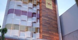 Favor Hotel - Makassar - Building