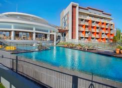 Pesona Alam Resort & Spa - Puncak - Pool