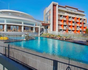 Pesona Alam Resort & Spa - Puncak - Piscina
