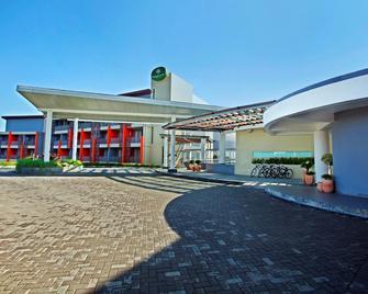 Pesona Alam Resort & Spa - Puncak - Building