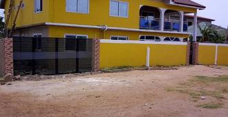 Ocean Breeze Hostel - Accra - Building