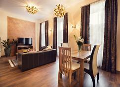 City Residence Apartment Hotel - Koszyce - Jadalnia