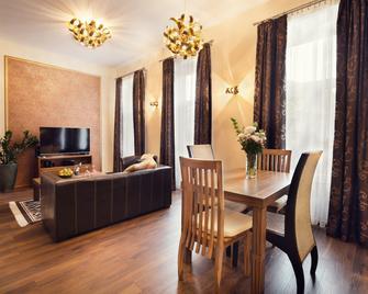 City Residence Apartment Hotel - Košice - Dining room