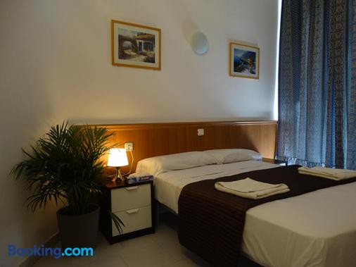Hostal Mont Thabor - Barcelona - Bedroom