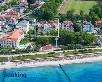 Villa Astoria - Suiten am Meer - Kuehlungsborn - Building