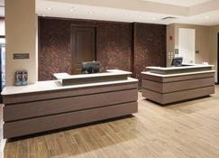 Residence Inn by Marriott Louisville East/Oxmoor - Луїсвіль - Front desk