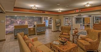 La Quinta Inn & Suites by Wyndham Pigeon Forge - פיג'ון פורג' - לובי