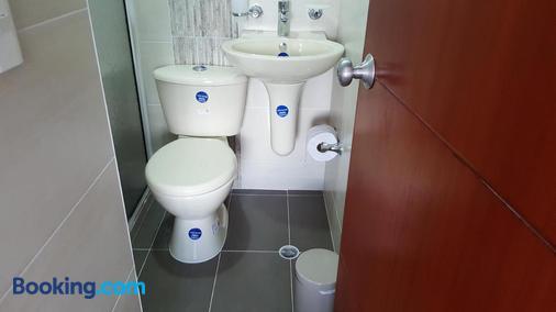 Posada Casa España - Floridablanca - Bathroom